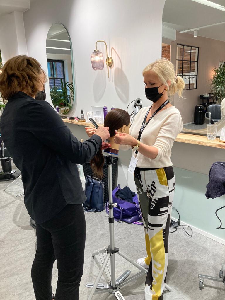 Irina und Anastasia beim Workshop